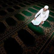 Fastenbrechen zum Zuckerfest - Fastenmonat der Muslime endet (Foto)