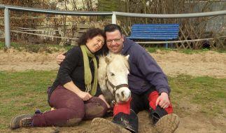 Ponyhofbesitzerin Angie und ihr Albert: Geht Liebe etwa doch durch den Magen? (Foto)