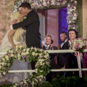 Ebenfalls Royal-like: Daniela und Lucas betreten nach der Zeremonie den Balkon und küssen sich vor ihren Fans und zahlreichen TV-Kameras.