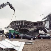 Das Orkantief Lothar richtete an Weihnachten 1999 erhebliche Schäden in Europa an. Vor allem in Süddeutschland und Österreich zählte der Orkan zu den schlimmsten der jüngeren europäischen Geschichte. Etwa 110 Menschen kamen ums Leben.