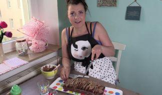Auf YouTube wirbt Ramona Dempsey für ihr neues Kuchenatelier. (Foto)