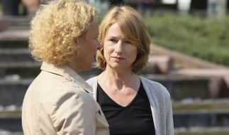 Zwischen Emma (Katja Riemann) und Katharina Holl (Corinna Harfouch) ist eine fragile Beziehung entstanden. (Foto)
