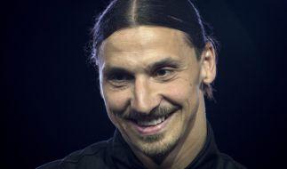 Zlatan Ibrahimovic könnte seinen möglichen Wechsel zu Manchester United bewusst verzögern. (Foto)