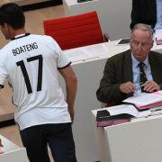 """Protest gegen Gauland - Politiker mit """"Boateng""""-Shirt im Landtag (Foto)"""