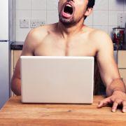 Zu Tode masturbiert! Mann stirbt vor seinem Laptop (Foto)