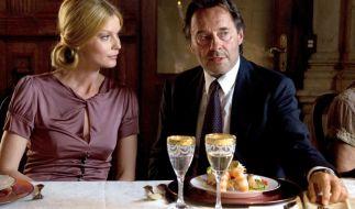 Brunetti (Uwe Kockisch) flirtet mit Franca Cataldo (Esther Schweins). (Foto)
