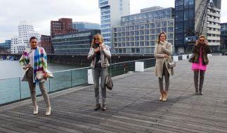 """Bei """"Promi Shopping Queen"""" suchen Jana Ina Zarrella, Maren Gilzer, Monica Ivancan und Caroline Beil nach dem perfekten Kopftuch-Look. (Foto)"""