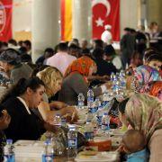 Joachim Gauck beim Iftar-Essen in Berlin! Bedeutung des Id al-Fitr (Foto)