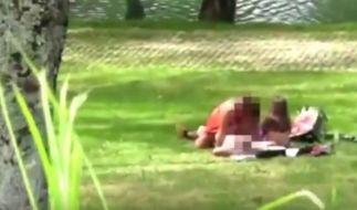 Die Polizei ermittelt gegen ein Pärchen, was mitten am Tag Sex in einem Park hatte. (Foto)