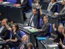 Bundestagsabgeordnete der Grünen um Parteichef Cem Özdemir (M) stimmen am 02.06.2016 im Bundestag in Berlin für die Einstufung der Massaker an den Armeniern 1915/16 durch das Osmanische Reich als Völkermord. (Foto)