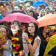 Unwetter! Mieses Public-Viewing-Wetter zum Spiel Deutschland - Polen (Foto)