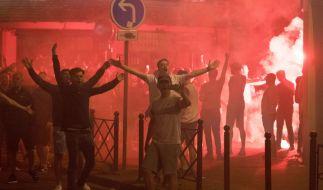 Schlägereien, Bengalos und Gewalt: Englische Fans randalieren in Lille. (Foto)