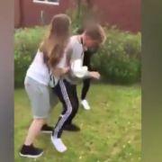 Prügelattacke von Mädchen! Junge wollte nur Freund verteidigen (Foto)
