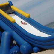 8 Kinder verletzt! Windböe reißt Riesenrutsche um - Hitze in der neuen Woche (Foto)