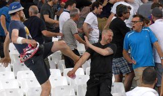 Prügelnde englische und russische Fußball-Fans beim EM-Vorrundenspiel zwischen England und Russland im Stade Velodrome in Marseille, Frankreich, am 11. Juni 2016. (Foto)