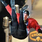 Hoch die Beine: Vom Höhenflug zum Abflug von der Sprungschanze beim Qualifying der Wok-WM in Oberhof 2010.