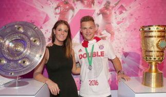Joshua Kimmich mit seiner Freundin Lina Meyer. (Foto)