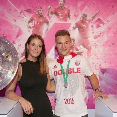 Zweifacher Papa und Ehemann! SO lebt der Bayern-Kicker privat (Foto)