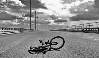 Eine Unachtsamkeit im Straßenverkehr kann einen den Kopf kosten. Das musste nun auch ein junger Radfahrer aus Berlin schmerzlich erfahren. (Foto)