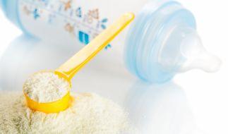 Baby-Milch ist für viele Mütter eine gute Alternative. Doch wie gut sind die Milchpulver wirklich? (Foto)
