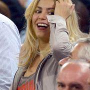 Da hat auch Shakira gut lachen. Auf den Erfolg ihres Mannes ist die Kolumbianerin sichtlich stolz...
