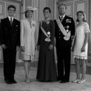 (V.l.n.r.) Prinz Carl Philip, Königin Silvia, Victoria, König Carl Gustaf und Prinzessin Madeleine feiern am 14. Juli 1995 den 18. Geburtstag der Kronprinzessin. Victoria hatte es nicht immer leicht: Sie leidet an Legasthenie und Gesichtsblindheit.