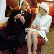 Von ihrer Krankheit genesen, kann sich Kronprinzessin Victoria 2000 wieder Staatsangelegenheiten widmen. Hier ist sie bei einem Gespräch mit dem französischen Präsidenten Jacques Chirac zu sehen.