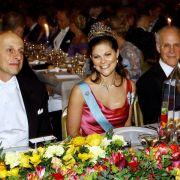 Die junge Prinzessin weiß mit ihrer Herzlichkeit zu verzaubern. Auch Nobelpreisträger David Politzer (l.) und David Gross (r.).
