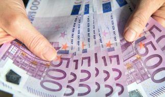 Ein Flüchtling hat in einem alten Schrank etwa 150.000 Euro gefunden. (Symbolbild) (Foto)