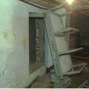 Die geheime Zelle im Haus von Marc Dutroux in Marcinelle, fotograftiert nach seiner Verhaftung 1996.
