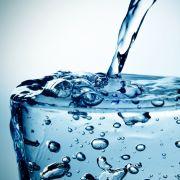 Verseucht? Diese Mineralwässer fallen negativ auf (Foto)
