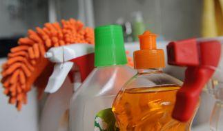 Viele Reinigungsmittel sind schlecht für die Gesundheit und können Oberflächen beschädigen. (Foto)
