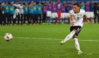 Mesut Özil beim Elfmeterschießen. (Foto)