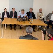 Laut Landtagsverwaltung sind mindestens sechs Abgeordnete notwendig, um eine Fraktion im Landtag zu bilden.