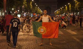 Nach dem Sieg von Portugal bei der Fußball-EM 2016 musste die Polizei heftig gegen Randalierer vorgehen. (Foto)