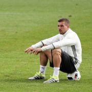 Promi-Tweets zum EM-Finale! Poldi outet sich als schlechter Verlierer (Foto)