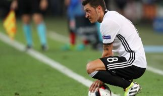 Mesut Özil startet mit neuer Frisur in die nächste Saison. (Foto)