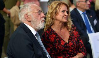 Dieter Hallervorden und Christiane Zander am 05. Juli 2016 in Berlin beim Sommerempfang anlässlich des 30-jährigen Jubiläums des Bundesfrauenministeriums. (Foto)