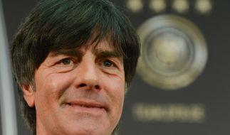 Jogi Löw bleibt der deutschen Nationalmannschaft noch bis mindestens 2018 als Trainer erhalten. (Foto)