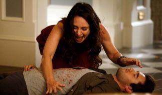 Wer hat Daniel (Josh Bowman) ermordet? Victoria (Madeleine Stowe) ist zutiefst verzweifelt. (Foto)
