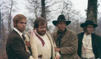 """In einer seiner ernsteren Rollen: Bud Spencer (Zweiter von links) in """"Der Dicke ist nicht zu bremsen"""". (Foto)"""