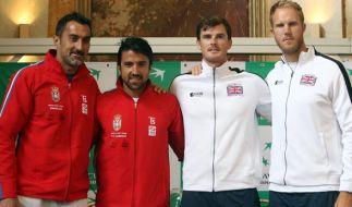 Die Serben Nenad Zimonicand und Janko Tipsarevic neben den Briten Kyli Edmund and Jamie Murray. (Foto)