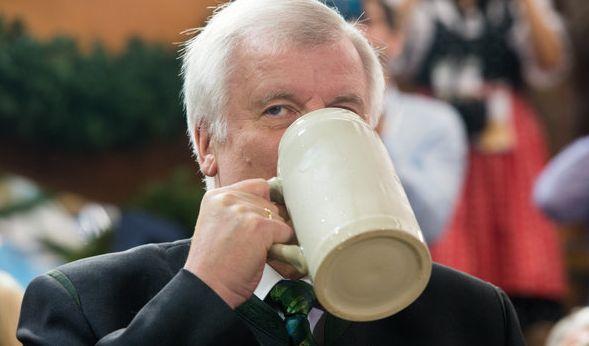 Prost! Für einen echten Bayer ist ein Besuch auf dem Münchner Oktoberfest ein Muss.