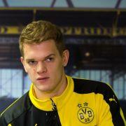HSV baggert an Dortmunds Abwehrspieler Matthias Ginter (Foto)