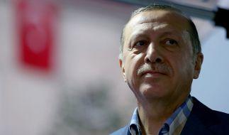 Nach dem gescheiterten Militärputsch mehren sich die Gerüchte, dass Erdogan den Aufstand inszeniert haben könnte. (Foto)