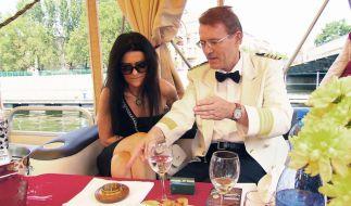 Walther mit seinem polnischen Date Edyta während einer romantischen Bootstour in Breslau. (Foto)