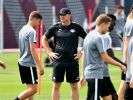 RB-Trainer Ralph Hasenhüttl mit seiner Mannschaft. (Foto)
