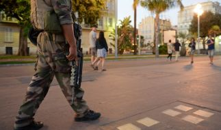 Ein französischer Soldat in Nizza. (Foto)