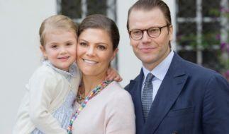 Prinzessin Victoria von Schweden und Prinz Daniel mit Töchterchen Estelle am Victoriatag 2016. (Foto)