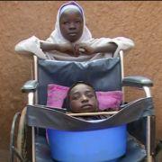 Rätselhafte Krankheit! Mädchen lebt in Plastikschüssel (Foto)